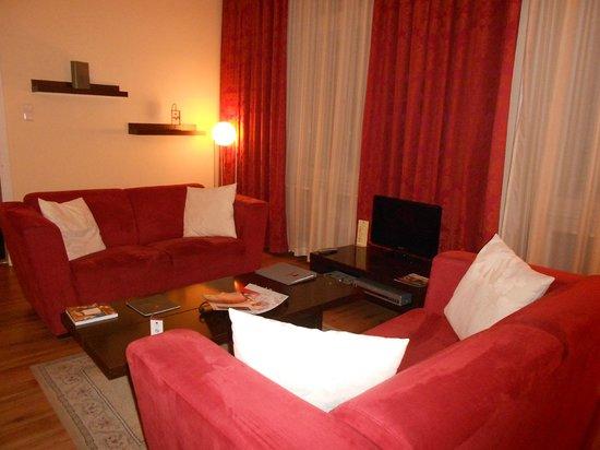 Mamaison Residence Izabella Budapest:                   Living area