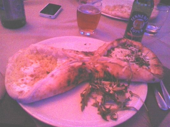 Justintime Art Club & Restaurant:                   Pizza cannolo (assaggi 2 pizze ordinandone 1)