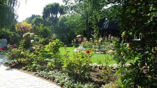 Chateau on the Park - Christchurch, a DoubleTree by Hilton: Garden area