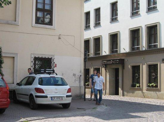 David Boutique Hotel:                   Этот паркинг платный. Хотя знаков нет!