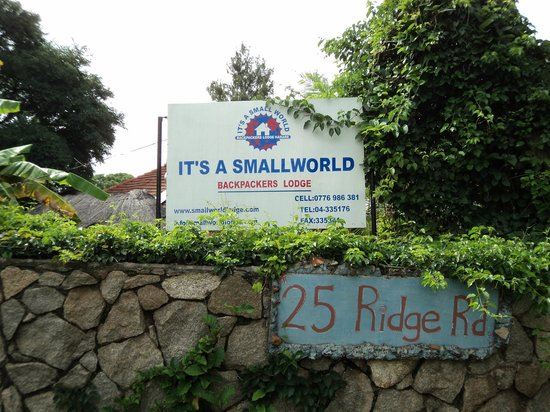 Small World Backpackers Lodge: Outside