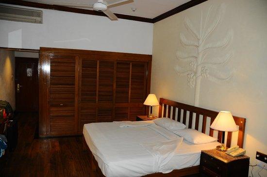 Earl's Regency: our room