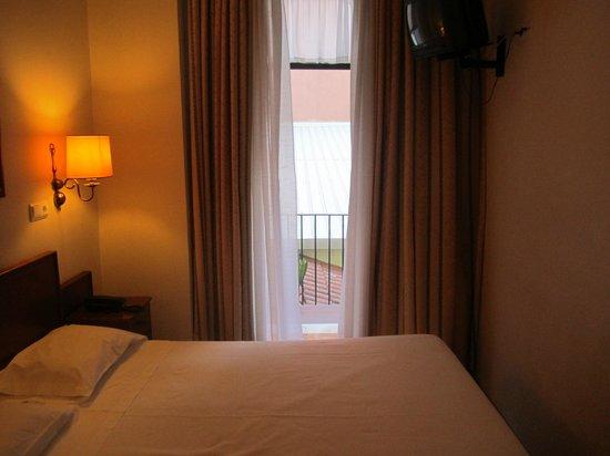 Residencial Florescente: Zimmer mit kleinem Balkon