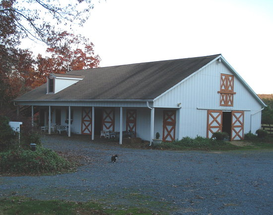 Cheesecake Farms Bed and Breakfast: Barn accommodations