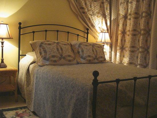 Cheesecake Farms Bed and Breakfast: Comfy rooms