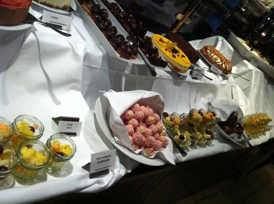 Scandic Hell:                   Dessert himmelen <3 desserts to die for!