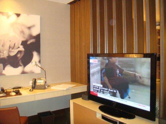 Naumi Hotel: room, living