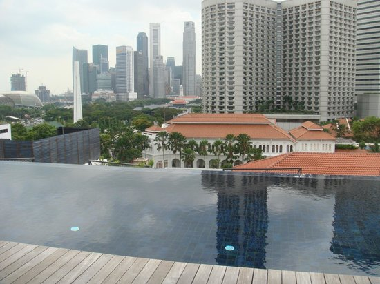 Naumi Hotel: roof top pool