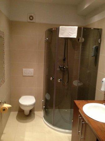 Neohotel Airport: The bathroom