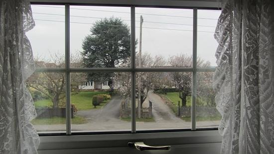 The Mendip Gate Guest House: view from Churchill Suite