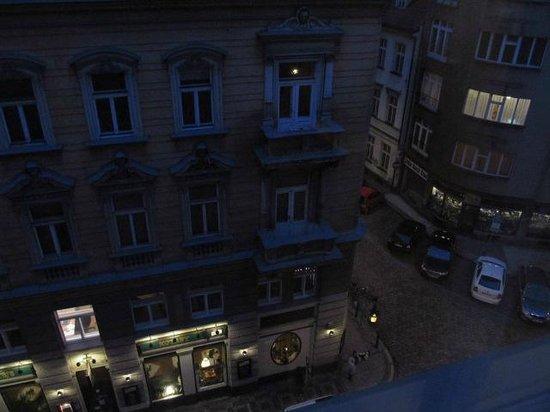 BEST WESTERN Hotel Pav:                   Вид из окна