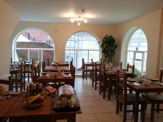 Mablethorpe, UK :                   breakfast room