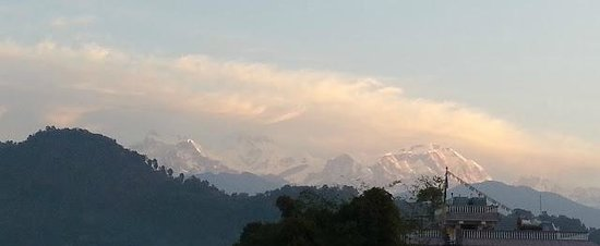 Blue Planet Lodge:                   天台早上拍攝雪山