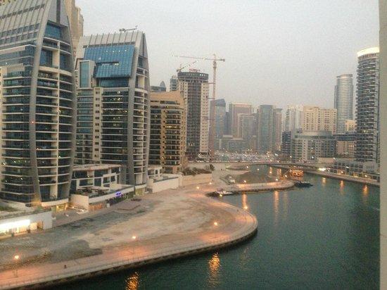 Pearl Marina Hotel Apartments:                   вид с нашего номера