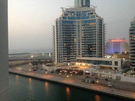 Pearl Marina Hotel Apartments :                   вид из нашего номера