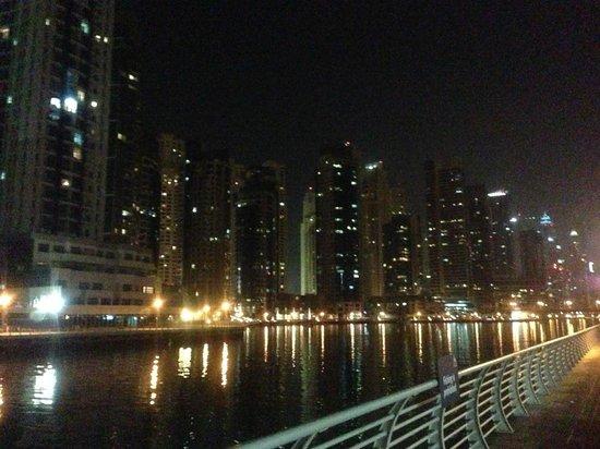 Pearl Marina Hotel Apartments :                   Дубай марина