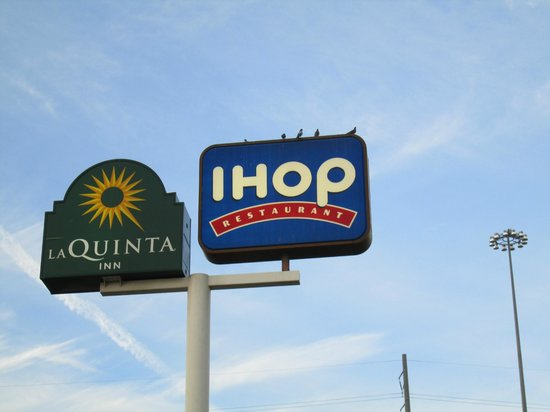 La Quinta Inn Austin South / IH35: La Quinta sign with IHOP sign
