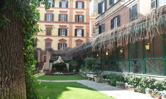 Quirinale Hotel: Innenhof