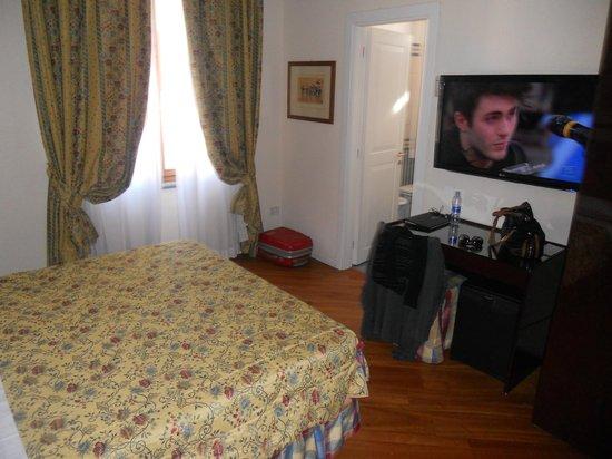 Hotel Italia:                   camera superior