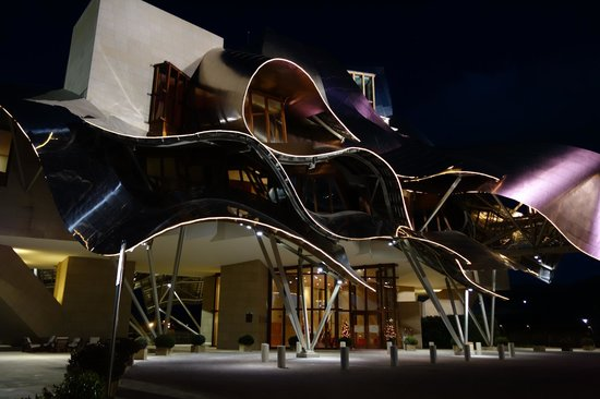 Hotel Marques de Riscal a Luxury Collection Hotel:                   ホテルの夜景