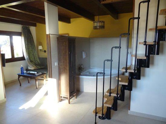 Encinar de Haldudo:                   Lounge hydrobath and stairs