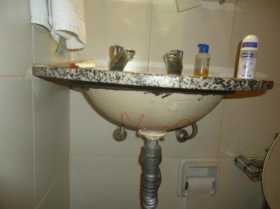 Residencial Apartt:                   Falta de acabamento... pelo preço que cobram não é admissível