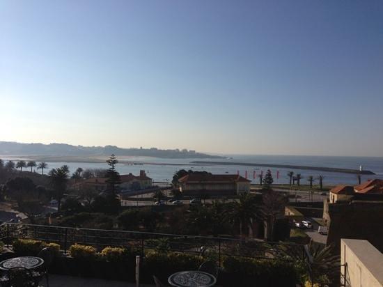 Northern Portugal, Portugal:                   Porto Blick auf die Promenade