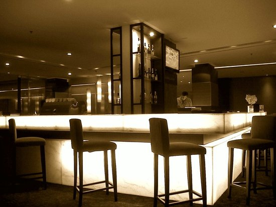 Eastin Hotel Makkasan:                   Salt and pepper Bar