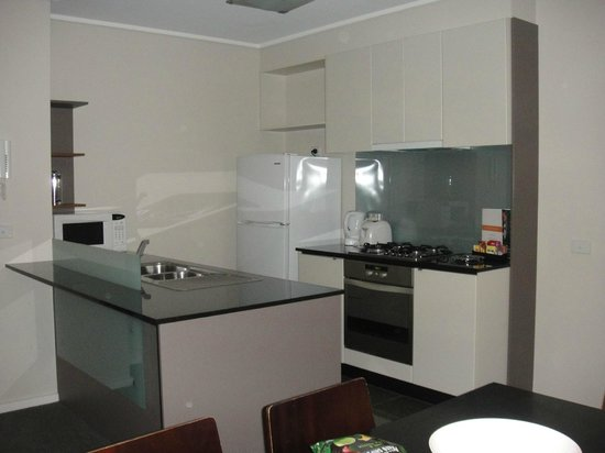 Melbourne Short Stay Apartments Southbank Collection:                   Kitchen