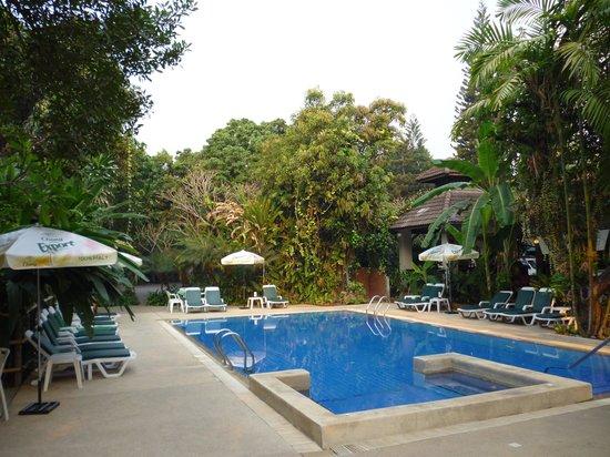 โรงแรมยูเรเซีย เชียงใหม่:                   Eurasia Chiang Mai pool