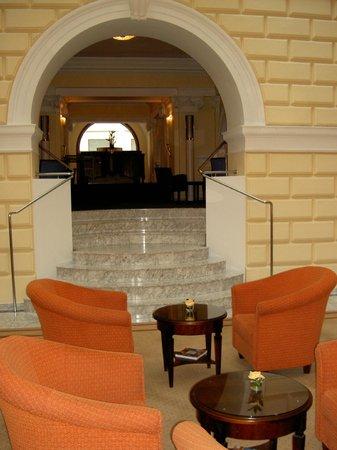 Hotel de France:                   Холл отеля.