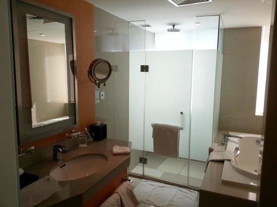 Kempinski Hotel Dalian:                   Bathroom