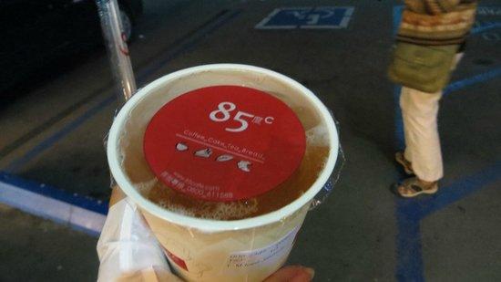 85 Degrees Bakery Cafe: Iced Jasmine Green Tea to go