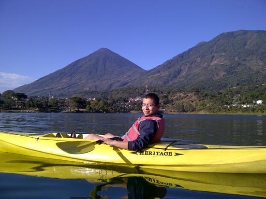 Hotel Toliman:                   kayaks en el hotel para salir al lago