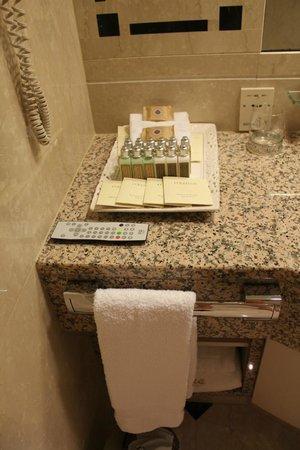 Hotel Okura Amsterdam:                   Lots of shampoo