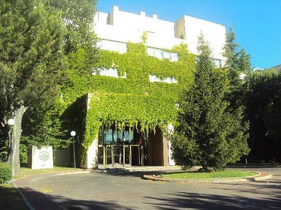 Hotel La Moraleja:                   Frontview