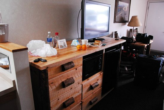 Kelly Inn West Yellowstone:                   TV, microwave and fridge and nice  wood console