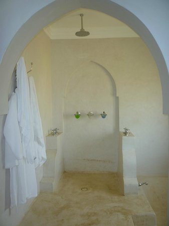 Swahili Beach Resort:                                     Shower