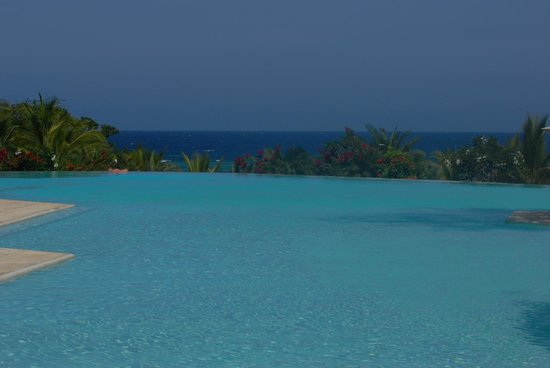 Swahili Beach Resort:                                     Infinity pool