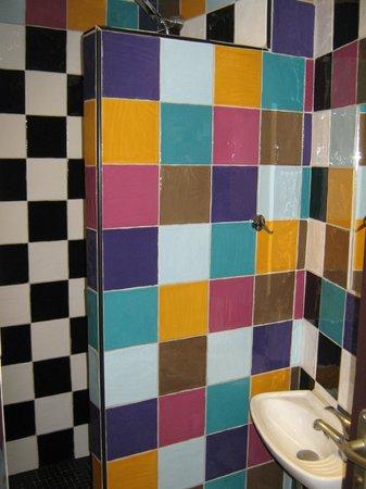 Hotel Monte Carlo : Shared Shower