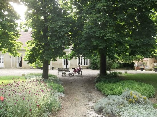 Chambre d'Hotes La Troliere :                   2012 Relaxing beneath the trees