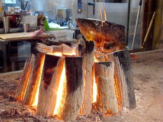 Nihombashi Suminoe:                   寒鰤原始焼き