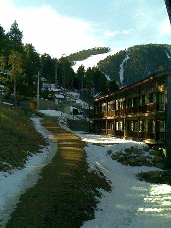 Guitart La Molina Resort & Spa :                   Vista desde el balcón hacia la derecha