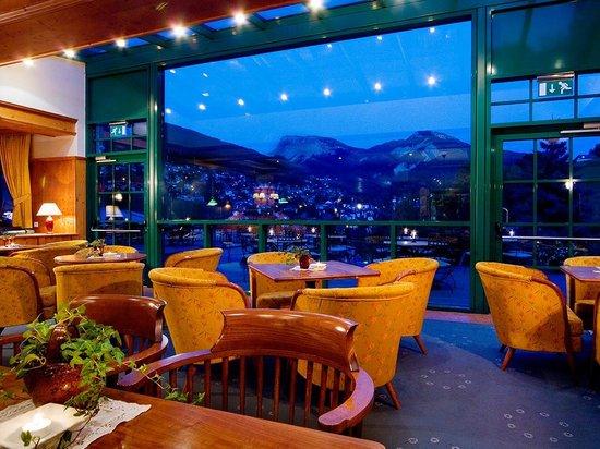 La Perla Hotel: Bar