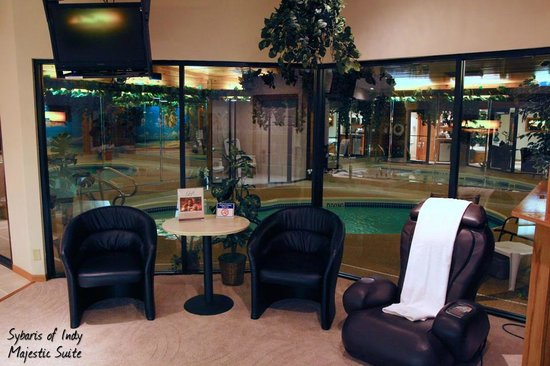 Sybaris Indianapolis: Looking out to the pool area