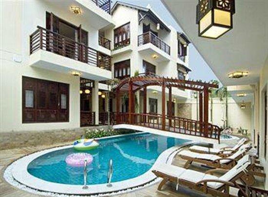 Long Life Riverside Hotel:                   Vista