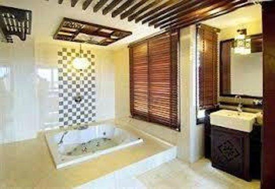 Long Life Riverside Hotel:                   WC
