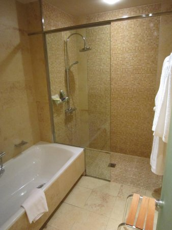 Sheraton Fuerteventura Beach, Golf & Spa Resort: Bad im Starwood Preferred Guest Zimmer