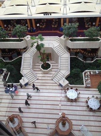 Hilton Prague: Hotel Lobby~