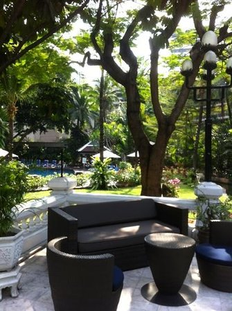 Centara Grand at Central Plaza Ladprao Bangkok:                   dans le jardin tropical